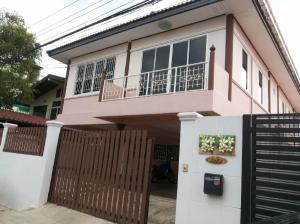 For RentHouseKaset Nawamin,Ladplakao : 2 storey detached house for rent, Soi Lat Pla Khao 72, Bang Khen, in and out of many routes. Kaset-Nawamin Expressway Ramintra Ladprao