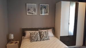 For RentCondoRama9, RCA, Petchaburi : ็Hot Price!!!   Nice Studio room 28sqm. **closed kitchen** 23rd fl. bueautifull city view  for rent condo Life Asoke-Rama9 near MRT Praram9