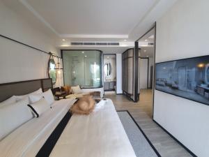 Sale DownCondoHua Hin, Prachuap Khiri Khan, Pran Buri : 1 bedroom with pool access (InterContinental Residences Hua Hin)