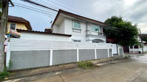 For SaleHouseRamkhamhaeng Nida, Seri Thai : House for sale: the corner house, already renovated, 6 bedrooms, good for both living and office, Serithai 25, near Nida - Ramkhamhaeng - Serithai intersection