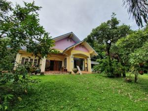 For SaleLandRayong : Land for sell area 3-2-21 rai, with single house next to Sukhumvit Road, near Wat Sriwanophasathitphon Temple, Rayong