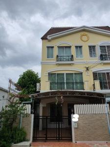 For RentTownhousePattanakan, Srinakarin : NA-H7032 ให้เช่าทาวน์โฮม 3 ชั้น บ้านกลางเมือง ศรีนครินทร์ 24