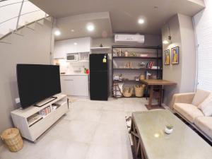 เช่าคอนโดอ่อนนุช อุดมสุข : Ideo Mobi Sukhumvit 81 ให้เช่า Duplex 2 ห้องนอน 45 ตร.ม. ชั้น 4-5 เฟอร์ครบพร้อมอยู่ ใกล้ BTS อ่อนนุชเดินทางสะดวก