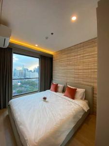 เช่าคอนโดพระราม 9 เพชรบุรีตัดใหม่ : คอนโดให้เช่า Lumpini Suite Phetchaburi - Makkasan  BA21_07_129_02 ห้องสวย เครื่องใช้ไฟฟ้าครบ ราคา 19,999 บาท