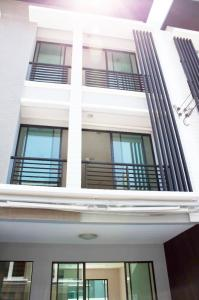 For RentTownhouseRamkhamhaeng, Hua Mak : 3-storey townhome for rent Baan Klang Muang Rama 9-Ramkhamhaeng 20 sq.wa.