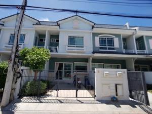 For SaleTownhouseSamrong, Samut Prakan : S00210 Townhouse for sale Villaggio Bangna Village