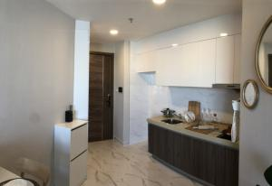 For SaleCondoRatchadapisek, Huaikwang, Suttisan : Sales post for quick sale, Artisan Ratchada, 1 bed, 38 sq m., wide front, high floor, best price, only 2.99 million, installments only 10,500 baht per month.