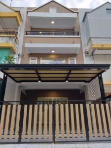 For SaleTownhouseRathburana, Suksawat : ขายบ้าน ทาวน์เฮ้าส์ 3 ชั้น ตกแต่งใหม่ 4 ห้องนอน 3 ห้องน้ำ หมู่บ้าน นิลลดา ประชาอุทิศ 72 ราคาสุดพิเศษเพียง 2.49ล้านบาท บ้านพึ่งตกแต่งใหม่ พร้อมอยู่ !!