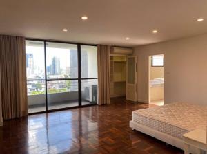 For RentCondoSukhumvit, Asoke, Thonglor : For rent, The Habitat Condominium, Thonglor, 12th floor, 3 bedrooms, wide area, no tall buildings to block the view.