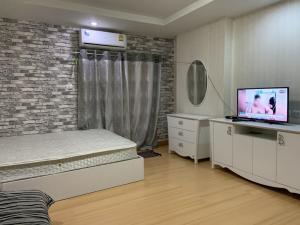 For RentCondoRatchadapisek, Huaikwang, Suttisan : ให้เช่าแฮปปี้คอนโด รัชดา18 เฟอร์เเละเครื่องใช้ไฟฟ้าครบ