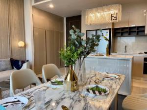 เช่าคอนโดสุขุมวิท อโศก ทองหล่อ : Rental : Laviq Condo , 2 Bed 2 Bath , 86 sqm , 14 Floors , Prompong BTS