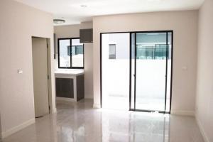 For RentTownhouseRamkhamhaeng, Hua Mak : ให้เช่า ทาวน์โฮม บ้านกลางเมือง พระราม 9-รามคำแหง 20 ตร.ว. 3 ชั้น 3 ห้องนอน