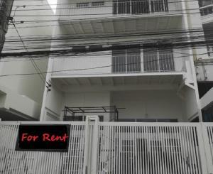 เช่าโฮมออฟฟิศรัชดา ห้วยขวาง : For Rent ให้เช่าทาวน์โฮม 3 ชั้น ซอยอุดมเกียรติ สุทธิสาร ห่าง MRT สุทธิสาร 750 เมตร ทำเลดีมาก แอร์ 4 เครื่อง Renovate ใหม่ทั้งหลัง เป็นสำนักงาน จดบริษัทได้