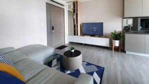 For RentCondoOnnut, Udomsuk : 🔥 ให้เช่าคอนโด The Room Sukhumvit 69 ติด BTS พระโขนง ห้องใหม่มาก แต่งสวย วิวเมืองสวย พร้อมอยู่ได้เลย