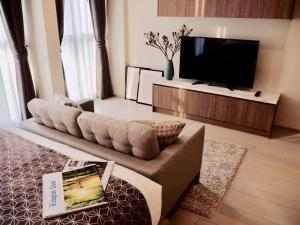 เช่าคอนโดวิทยุ ชิดลม หลังสวน : Urgent Rent ++ Noble Ploenchit ++ Good View ++ Great Decor ++ BTS Ploenchit ++ Available @ 37000 🔥