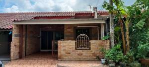 For SaleTownhouseRamkhamhaeng,Min Buri, Romklao : H502-Townhouse for sale, one storey, Ramkhamhaeng housing estate. Can be made into an office ready