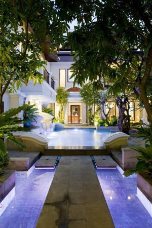 ขายบ้านพัทยา บางแสน ชลบุรี : บ้านหรู 2 ชั้น สไตล์ไทยบาหลี 🥇🥇  ราคาเพียง 31.5 ล้านบาทเท่านั้น 🔥😍  ❌ลดราคาจาก 39.5 ล้านบาท💥🔥 (-)     3 ห้องนอน + 3 ห้องน้ำ (-)     เนื้อที่ 151 ตารางวา (-)     พื้นที่ใช้สอย 450 ตารางเมตร (-)     พร้อมเฟอร์นิเจอร์ อย่างดีและครัวสไตล์ยุโรป ภายในตกแต่งสวยง