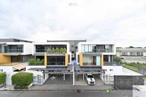 ขายบ้านเลียบทางด่วนรามอินทรา : 15 Gates Ekkamai Ramintra - Luxury Single House / 4 Bedrooms / 350 Sqm / Large Terrace
