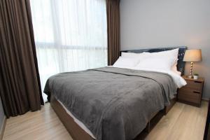 เช่าคอนโดสุขุมวิท อโศก ทองหล่อ : TAKA Haus condo Ekkamai 12 for sale and rent ให้เช่า/ขาย ทากะเฮ้าส์ TAKA HAUS (U134) เอกมัย 12