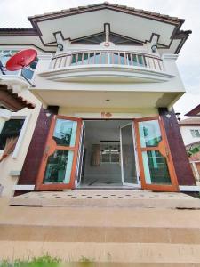 For RentHouseLadkrabang, Suwannaphum Airport : House for rent, Supalai Suvarnabhumi, Lat Krabang Road, 65 sq. wa., 3 bedrooms, ready to move in.