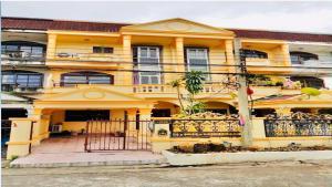 For RentTownhouseSamrong, Samut Prakan : 3-Storey Townhouse for rent at Bussaba 2 Village only 5-minute walk to BTS Chang Erawan.