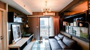 For SaleCondoRamkhamhaeng, Hua Mak : W0667 Condo for sale, Fuse Mobius Ramkhamhaeng, 1 bedroom plus 1 bathroom, Room size 38.30 sqm. Floor 12A, Building B, Decorated in Modern loft style, Pool view, fully furnished