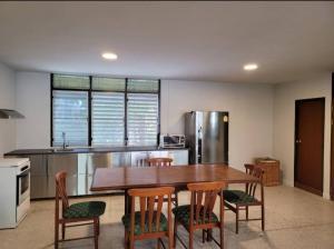 เช่าคอนโดนานา : Urgent Rent ++ Pet Friendly Apartment ++ Spacious Room++ Newly Renovated ++ BTS Nana ++ Available @ 18000 🔥🔥
