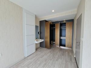 For SaleCondoOnnut, Udomsuk : City centre condominium right next to BTS (On-nut station). Spectacular view, two bedrooms. Fully decorated!