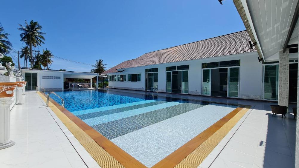 ขายบ้านพัทยา บางแสน ชลบุรี : บ้านหรูพูลวิลล่าพัทยา สระว่ายน้ำขนาดใหญ่มีความส่วนตัวสูง ใกล้รร.นานาชาติ