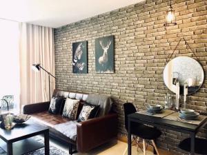 เช่าคอนโดสุขุมวิท อโศก ทองหล่อ : 1 bedroom plus 49 Sqm. for rent 30k  Beautiful Decor One Bedroom for Rent 🐶 Pet friendly