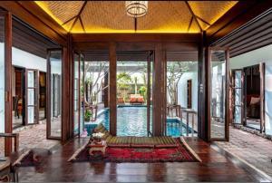 เช่าบ้านนครปฐม พุทธมณฑล ศาลายา : ให้เช่า  For Rent  POOL VILLA, 4beds ensuite bathroom/ B150,000@Bts bearing 400sqm, 2 floors
