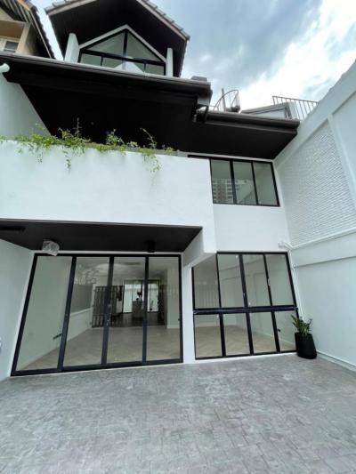 ขายบ้านสุขุมวิท อโศก ทองหล่อ : Newly Renovated Townhouse Sukhumvit 39: 33sqwah 42,000,000 Am: 0656199198