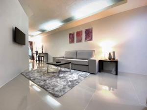 For RentCondoOnnut, Udomsuk : Urgent Rent ++ Newly Renovated ++ Waterford Sulhumvit 50++ BTS Onnut ++ Available @ 15000 🔥🔥