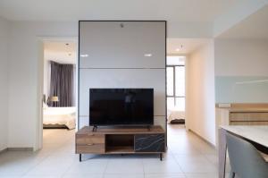 เช่าคอนโดสุขุมวิท อโศก ทองหล่อ : ปล่อยเช่า ห้องคอนโด เดอะ ล็อฟท์ เอกมัย ราคา 60,000 บาท/เดือน