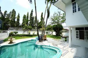For RentHouseOnnut, Udomsuk : ให้เช่า For rent SINGLE HOUSE with POOL 188 ตรว. 3ห้องนอน B110,000@ BTS พระโขนง
