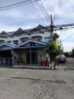 For SaleTownhouseRangsit, Patumtani : ขายตามสภาพ เจ้าของย้ายกลับต่างจังหวัดทาวน์เฮ้าส์ 3 นอน 2 น้ำ หัวมุม ถนนเมน ต้นโครงการค้าขาย เปิดร้านเสริมสวยได้ทันทีหมู่บ้านอยู่เจริญ 3 คลองสี่ ลำลูกกา ปทุมธานี