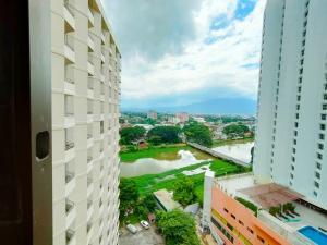 เช่าคอนโดเชียงใหม่ : Studio room for rent with bathtub at Riverside Condominium, near Chang Khlan, Chiang Mai