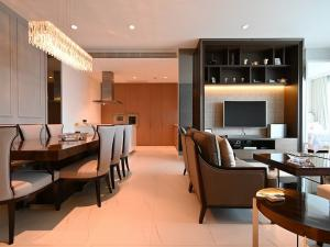 For SaleCondoWitthayu,Ploenchit  ,Langsuan : For sale 185 Rajadamri3 bed 3 baht 156.08 sqm Fully furnish