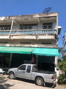 For SaleShophousePattaya, Bangsaen, Chonburi : For Sale Commercial building, Soi Sittichot, 350 meters from Sukhumvit Road.