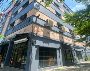 For RentOfficeSapankwai,Jatujak : ให้เช่าอาคารสำนักงาน 4 คูหา 5 ชั้น ตกแต่งสวยมาก ริมถนนประชานิเวศน์ ประชาชื่น มีที่จอดรถ 10 กว่าคัน เหมาะเป็นร้านกาแฟ ออฟฟิศ working space ทำเลดี