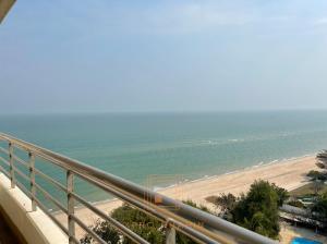 ขายคอนโดชะอำ เพชรบุรี : #Beachfrontcondo Baan Hansa (คอนโดบ้านหรรษา)ชะอำ-หัวหิน