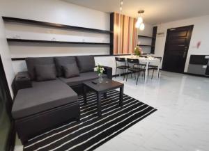 For RentCondoSathorn, Narathiwat : ((Sale-Rent Cheap)) Condo on Silom Road ITF Silom-Palace 16,500 Condo