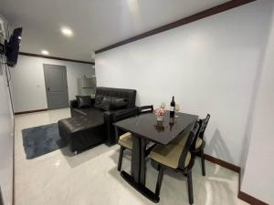 For RentCondoSukhumvit, Asoke, Thonglor : Room for rent at 15 Suite Condominium Sukhumvit 15 47 Sqm.