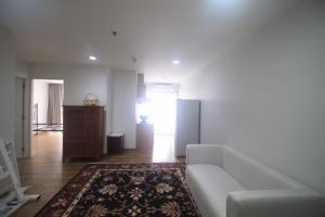 For RentCondoSukhumvit, Asoke, Thonglor : Newly renovated 2 bedroom unit for rent on 20 floor
