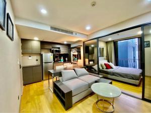 เช่าคอนโดวิทยุ ชิดลม หลังสวน : Klass Langsuan Condo for rent.  200m. BTS Chidlom. 34 sqm.1 bed 1 bath floor 8th (the top floor) fully furnished.
