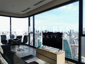 For RentCondoSukhumvit, Asoke, Thonglor : 🔥 Super cheap, luxury project Asthon Asoke, 2 bedrooms, very high floor, rental price only 60,000, size 64 Sq.m.