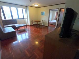 ขายคอนโดนานา : 🔥 ไม่รีบไมไ่ด้แล้ว ตร.ม ละแค่ 45k ได้ทำเลดีมาก🔥 พร้อมจบทุกดิว Omni Tower 2ห้องนอน 2ห้องน้ำ นัดชมได้ 24 ชั่วโมง Tel.088-111-3060