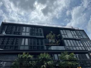 เช่าโชว์รูม สํานักงานขายสุขุมวิท อโศก ทองหล่อ : Rental : Brand New Commercial Space In Sukumvit 31 , 190 sqm per Floor ** Floor 3,4,5***• Surrounded by Luxury Hotel , Condo & Mega Shopping Center • Suitable For Restaurant , Pub , Roof Top , Cafe and Gym 🔥🔥Rental Price: 190,000 THB / Month / Floor🔥🔥