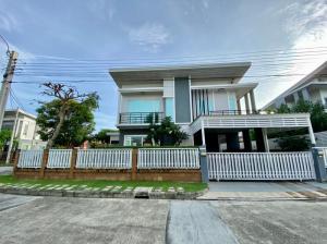 For SaleHouseLadkrabang, Suwannaphum Airport : 3 bedroom corner house for sale, Casa Ville Village, Sukhumvit 103, convenient transportation