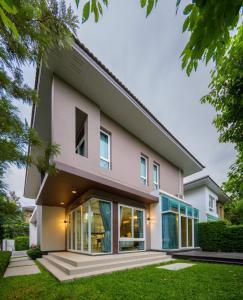 ขายบ้านบางนา แบริ่ง ลาซาล : ขายบ้านเดี่ยว ลัดดารมย์ ใกล้ MEGA & IKEA บางนา ตกแต่งสวย พร้อมเข้าอยู่